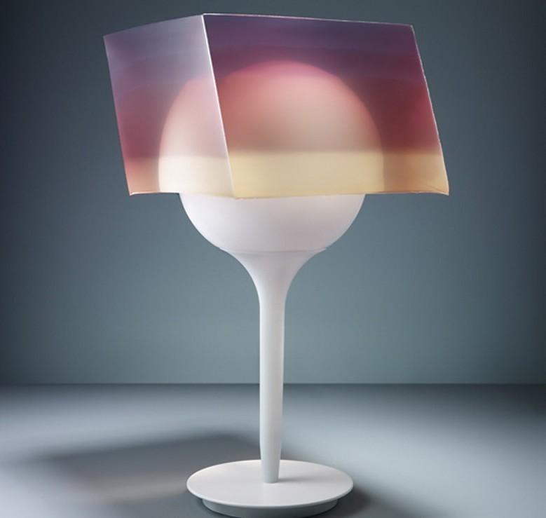 创意炫彩的台灯设计图片