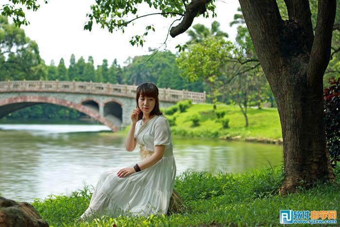 Photoshop给河边树下的人物加上唯美的晨曦_软件自学网