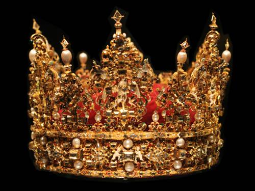 国王不能没有皇冠,所以我们导入皇冠素材并抠图,按ctrl