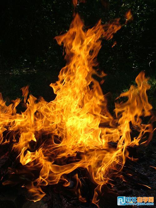 13,制作烧船场景,主要技巧是使用爆炸素材,火花素材置入图内,此教程